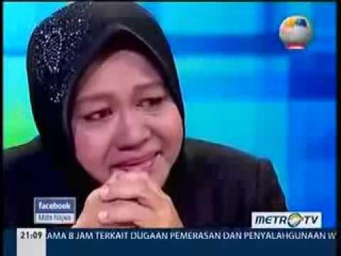 Risma-nangis-di-Metro-TV-dalam-acara-Mata-Najwa